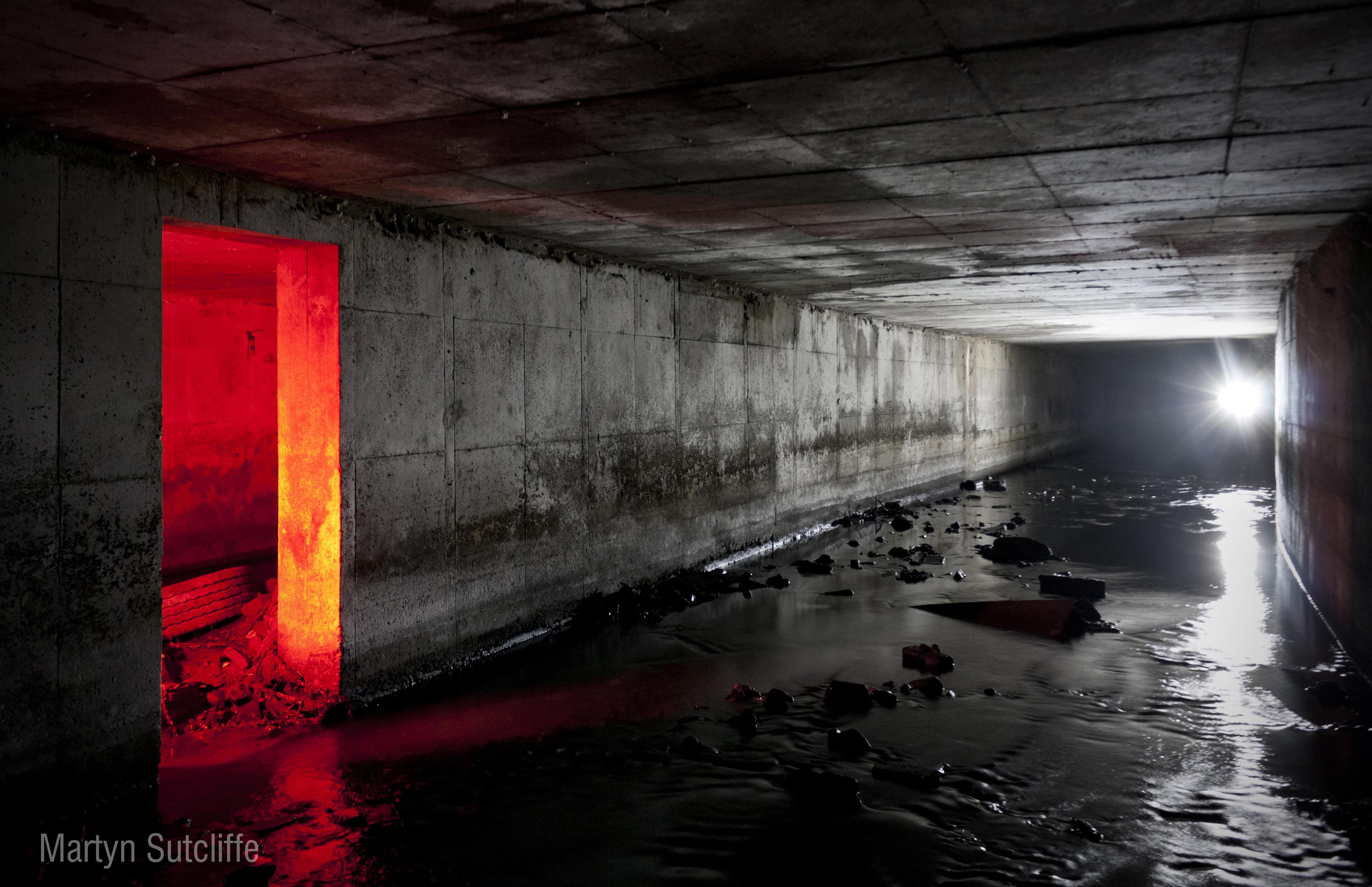 Plaque 02 03 underground